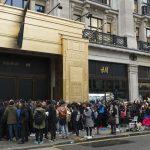 customers queuing up outside the regent street store balmain x hm launch london britain 05 nov 2015 150x150 - La Locura por un Balmain para H&M