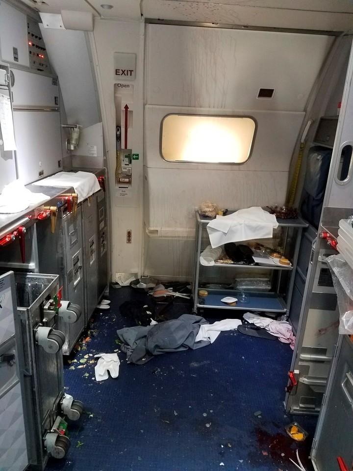 puerta avion - ¡Los medios lo hacen de nuevo! ¿Se puede abrir la puerta de un avión en pleno vuelo?