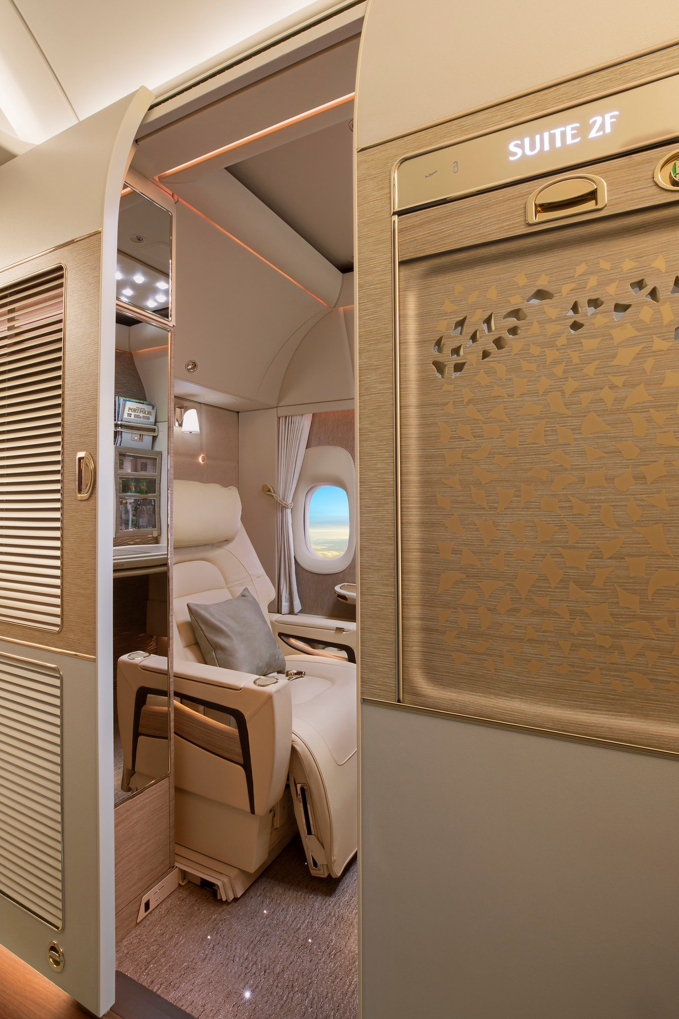 DOrNlctXUAA9zCK - Emirates inaugura cabina de Primera en sus nuevos Boeing 777 #GameChanger