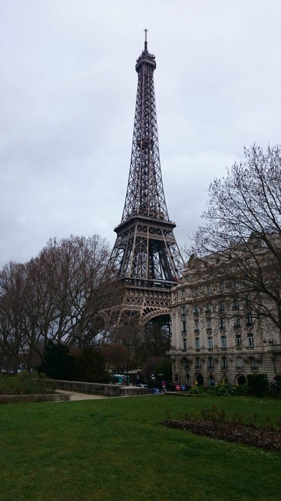 DSC 1891 e1511999049265 576x1024 - Visitando la Torre Eiffel en Paris