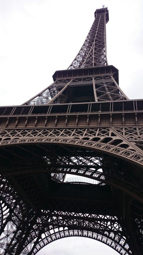 DSC 1968 e1511999129850 576x1024 - Visitando la Torre Eiffel en Paris