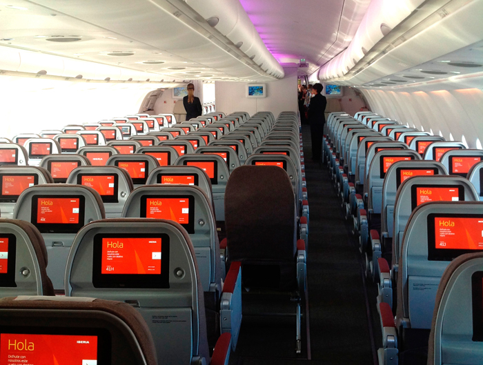 iberia - Iberia lanza nueva campaña, con flota renovada #HolaIberia