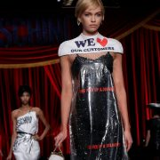 moschino dress 180x180 - Moschino levanta polémica en el mundo de la moda