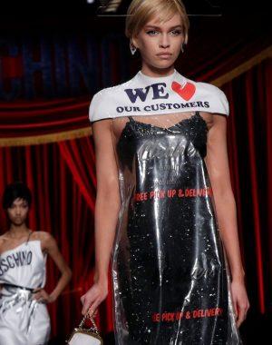 moschino dress 300x380 - Moschino levanta polémica en el mundo de la moda
