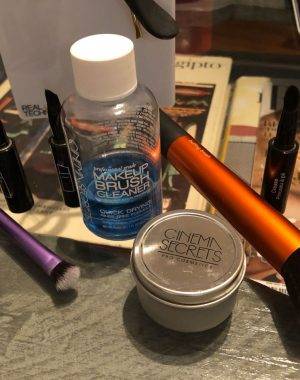 WhatsApp Image 2018 06 09 at 20.17.15 300x380 - Limpiador de pinceles de maquillaje Cinema Secrets PRO