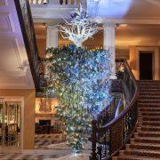 christmas tree clairdges 180x180 - La nueva grieta en Navidad: El Arbolito