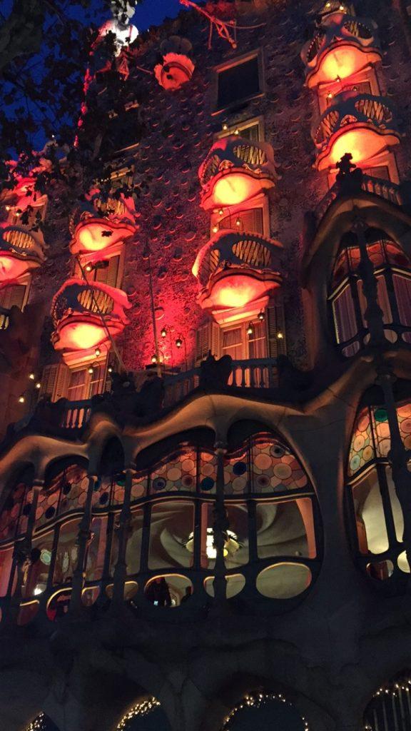 IMG 0814 576x1024 - Visita a la Casa Batlló en Barcelona Parte I/II