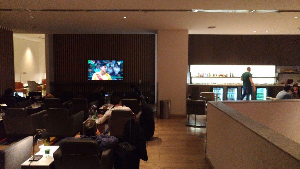 0e66b72f 87cf 4b6b a07a 6ac1dc886bfb 1024x576 - El Salon VIP de LATAM en el aeropuerto de Santiago de Chile (SCL)