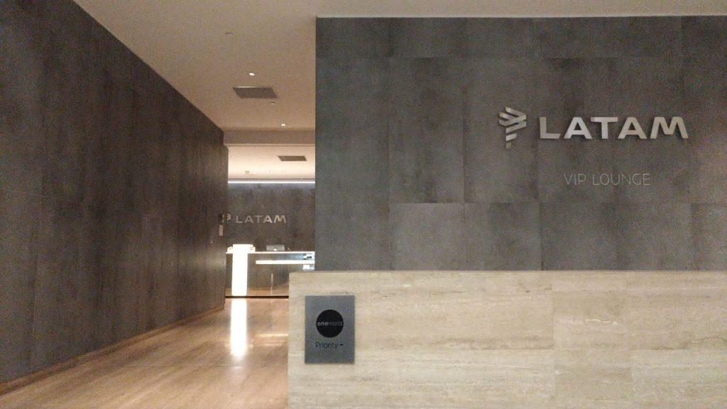 90596ed8 74a4 4d63 80ba 4245e3b32e29 1024x576 - El Salon VIP de LATAM en el aeropuerto de Santiago de Chile (SCL)