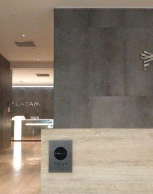 90596ed8 74a4 4d63 80ba 4245e3b32e29 300x380 - El Salon VIP de LATAM en el aeropuerto de Santiago de Chile (SCL)