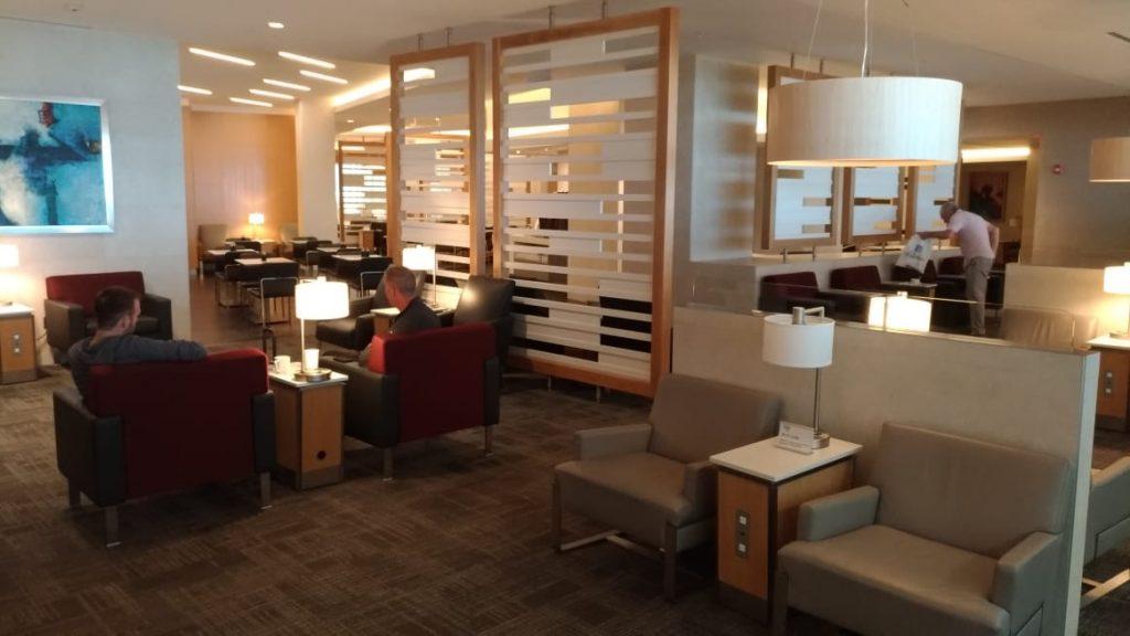 2ae1720d beed 44a6 b4a9 7686c90acb40 1024x576 - El Flagship Lounge de American Airlines en el aeropuerto de Miami