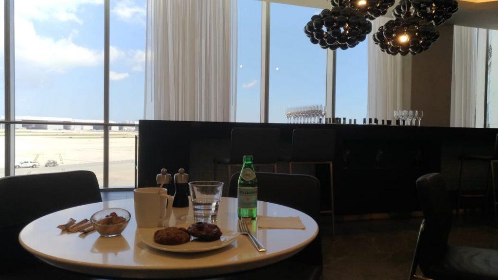 6337bb85 f9d8 400b a0d4 250a32bdb9ce 1024x576 - El Flagship Lounge de American Airlines en el aeropuerto de Miami