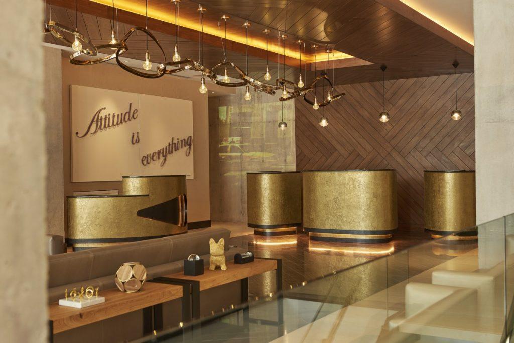 Renaissance NY Midtown Hotel Lobby 1200x801 1024x684 - El Hotel Reinassence en New York