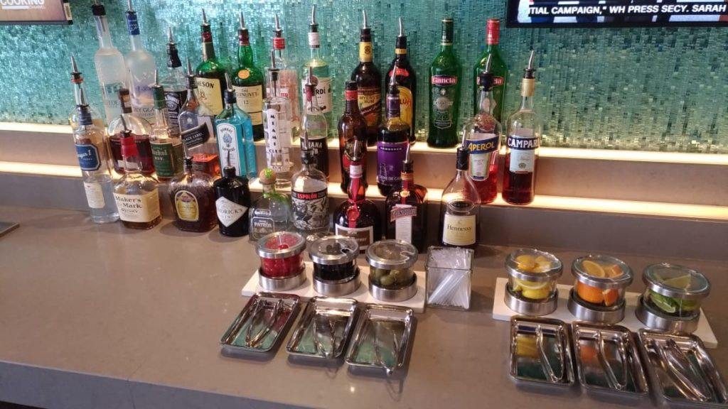 ae23afdb 5ed0 425f 80c3 9256059b152c 1024x576 - El Flagship Lounge de American Airlines en el aeropuerto de Miami