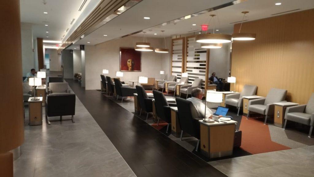 dd770d25 b661 4b96 aa4c 7d0055858a2c 1024x576 - El Flagship Lounge de American Airlines en el aeropuerto de Miami