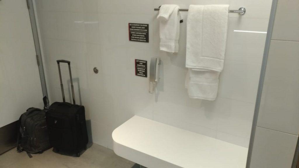 e9481f1a bd55 4c9f bee9 257f444ff04f 1024x576 - El Flagship Lounge de American Airlines en el aeropuerto de Miami