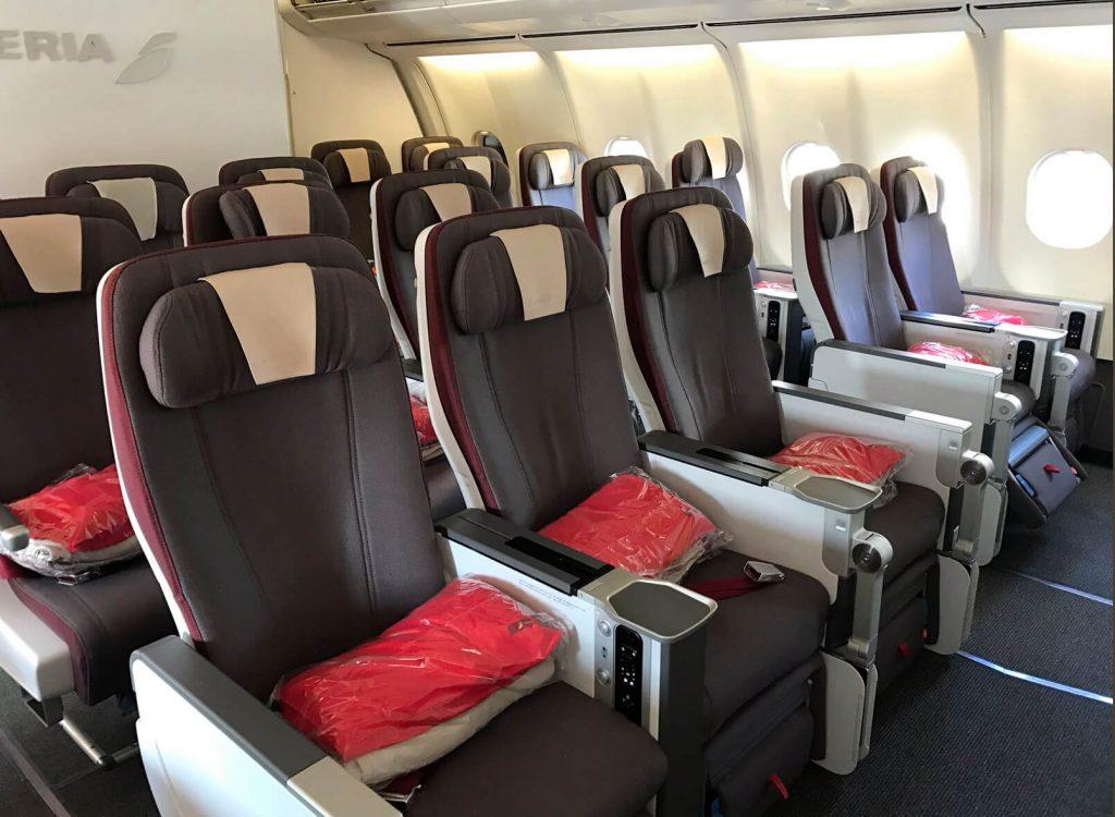 Iberia Premium Economy 1024x750 - Volar en Premium Economy: ¿Qué es? ¿Vale la pena?