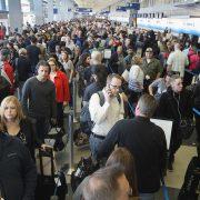 """tsa long lines tip0516 180x180 - Grandes demoras en los aeropuertos de Estados Unidos por causa del """"shutdown"""" del Gobierno americano."""